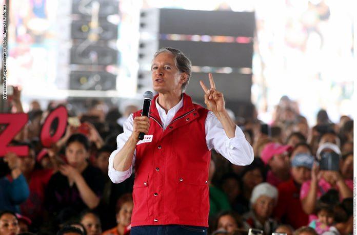 Lanzan huevos a López Obrador en Huatusco