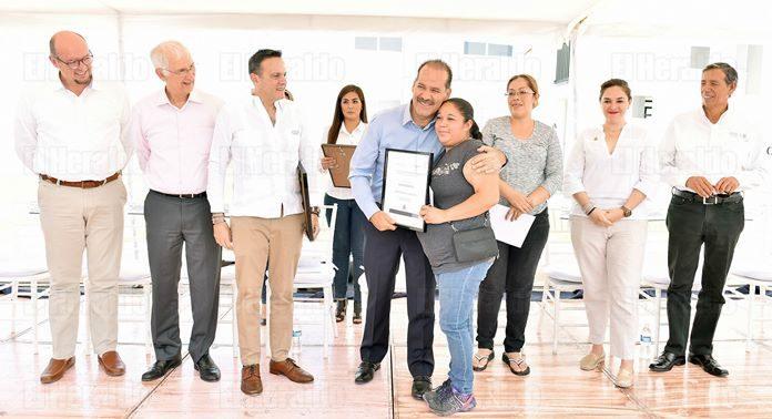 Entregan en Aguascalientes subidios de vivienda por 17 millones de pesos