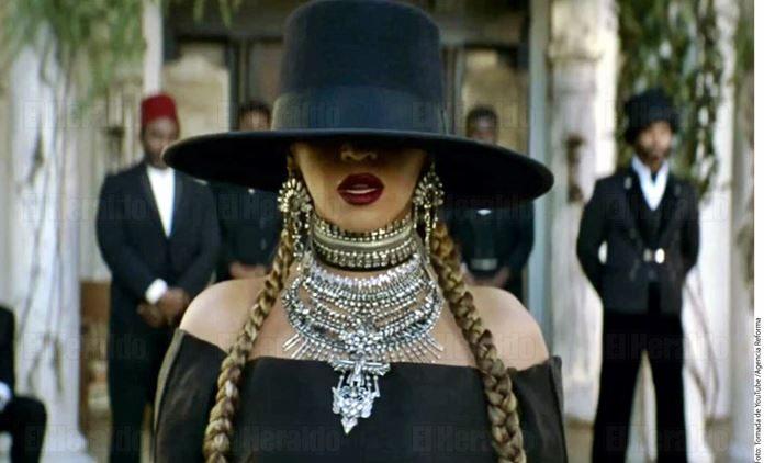 Michelle Obama se disfraza de Beyonce como homenaje por su cumpleaños